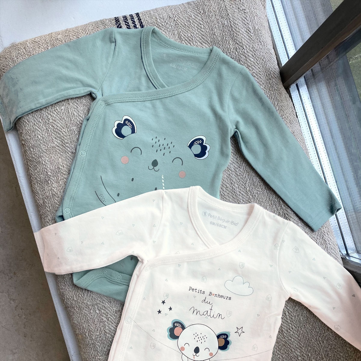 Lot de 2 bodies bébé mixte croisés manches longues contenant du coton bio Bonheur du matin