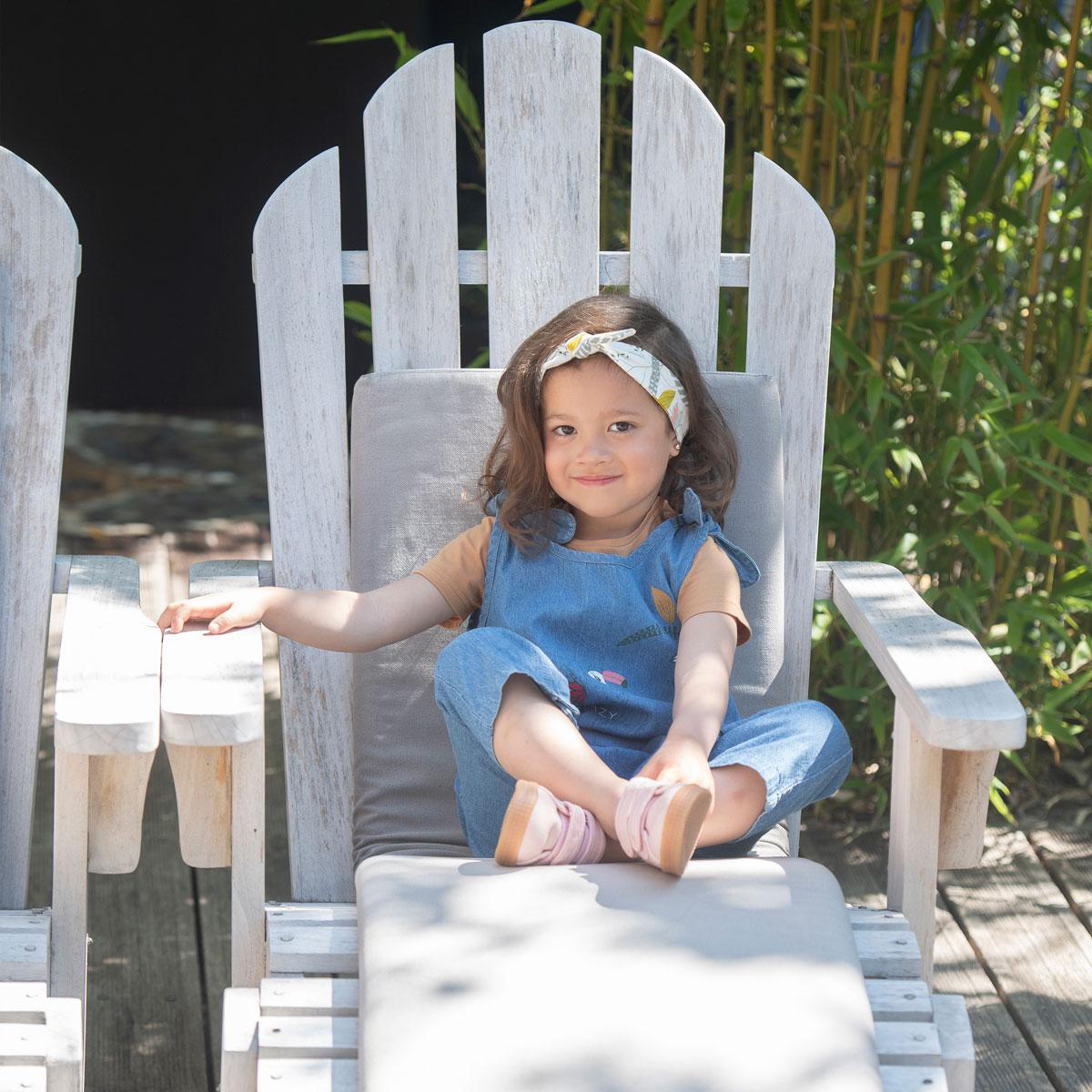 Salopette et bandeau bébé fille contenant du coton bio Crazy Colibri porté assis